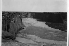 16-Canyon-De-Chelly-Arizona-from-the-Rim.-Courtesy-Santa-Fe-Railway-ph.-Edward-Kemp