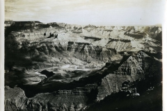 17-Looking-down-into-the-Gran-Canyon-from-desert-View-ph.-El-Tovar-Studio