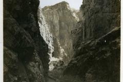 19-Westward-from-Hopi-Point-near-Grand-Canyon-village-ph.-El-Tovar-StudioAlong-the-famous-trans-canyon-Kaibab-Trail-as-it-follow-Bright-Angel-Canyon-ph.-El-Tovar-Studio.