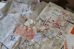 11)scontrini,calendari,foglietti deteriorati,raccolta di materiale