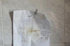 21)testi collocati,sotto lo scaldabagno