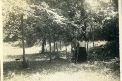 42 Attilio Selva con moglie a Villa Strohl Fern.