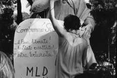 """67-Dufoto-""""Il-boia-liberato-Lo-Stato-ricattato-Petra-torturata""""-mm.310x220-"""