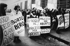 """81-DFP-Agenzia-Stampa-""""Aborto-Libero""""-febbraio-1976-mm.-306x200-"""