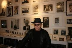 Kosuth-Joseph-artista-il-museo-del-louvre-2011-
