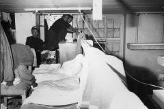 16 Giancolombo news photos. L'Unità -Archivio 27 mar. 1962. Olten, Basilea( Svizzera) Una baracca in legno dove dormono emigrati italiani