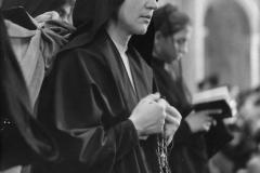 17 Paolini foto Roma. In chiesa, il rosarioi