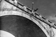 20 Agenzia a b c Roma. tuffo da un ponte sul Tevere