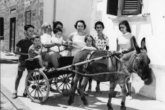 71 Ph. Coluzzi Amintore Fanfani con la prima moglie e nipoti