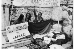 84 Team. Sciopero della fame di anarchici per la libertà dei compagni in carcere
