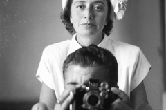 """A.1 1 Roma agosto 1952 """"davanti allo specchio con Marcella"""""""