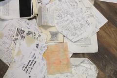 2. fogli che non sono solo appunti sparsi,ma conservati e usati dall'artista,come parti delle installazioni,rovesciati o solo corrosi