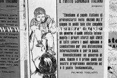A6-815-Roma-maggio-1953Manifesti-in-lotta-ovvero-aspetti-della-propaganda-elettorale-per-le-politiche-del-7-giugno-1953