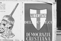 A6-825-Roma-maggio-1953Manifesti-in-lotta-ovvero-aspetti-della-propaganda-elettorale-per-le-politiche-del-7-giugno-1953