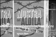 A7-1008-Roma-maggio-1953Manifesti-in-lotta-ovvero-aspetti-della-propaganda-elettorale-per-le-politiche-del-7-giugno-1953