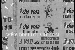 A7-1012-Roma-maggio-1953Manifesti-in-lotta-ovvero-aspetti-della-propaganda-elettorale-per-le-politiche-del-7-giugno-1953