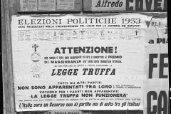 A7-1019-Roma-maggio-1953Manifesti-in-lotta-ovvero-aspetti-della-propaganda-elettorale-per-le-politiche-del-7-giugno-1953