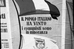 A7-1025.-Roma-maggio-1953Manifesti-in-lotta-ovvero-aspetti-della-propaganda-elettorale-per-le-politiche-del-7-giugno-1953jpg-1