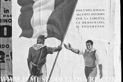 A7-970-Roma-maggio-1953Manifesti-in-lotta-ovvero-aspetti-della-propaganda-elettorale-per-le-politiche-del-7-giugno-1953