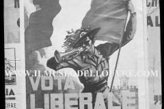 A7-971-Roma-maggio-1953Manifesti-in-lotta-ovvero-aspetti-della-propaganda-elettorale-per-le-politiche-del-7-giugno-1953