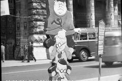 A7-978-Roma-maggio-1953Manifesti-in-lotta-ovvero-aspetti-della-propaganda-elettorale-per-le-politiche-del-7-giugno-1953