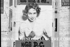 A7-984.Roma-maggio-1953Manifesti-in-lotta-ovvero-aspetti-della-propaganda-elettorale-per-le-politiche-del-7-giugno-1953jpg
