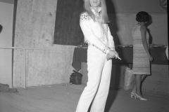 """Patty Pravo con la canzone """"Qui e là"""" partecipa al VI Cantagiro 1967 La canzone è una cover di Holy cow (letteralmente Santa mucca), scritta da Allen Toussaint e portata al successo da Lee Dorsey, con un testo in italiano (totalmente diverso dall'originale) scritto da Aina Diversi. Italy's News Photos di Guglielmo Coluzzi"""