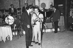 """Little Tony col fratello (Serata di gala al """"Belvedere delle Rose"""") Italy's News Photos di Guglielmo Coluzzi"""