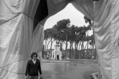V. Biffani Christo The Wall, wrapped Roman Wall via Veneto & villa Borghese, Rome 27 gennaio 1974-52