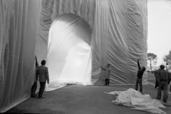 V. Biffani Christo The Wall, wrapped Roman Wall via Veneto & villa Borghese, Rome 28 gennaio 1974-92b