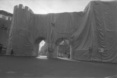 V. Biffani Christo The Wall, wrapped Roman Wall via Veneto & villa Borghese, Rome 29 gennaio 1974-110