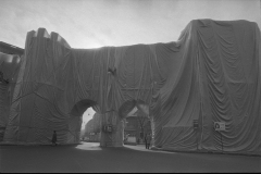 V. Biffani Christo The Wall, wrapped Roman Wall via Veneto & villa Borghese, Rome 29 gennaio 1974-111