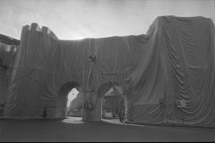 V. Biffani Christo The Wall, wrapped Roman Wall via Veneto & villa Borghese, Rome 29 gennaio 1974-111