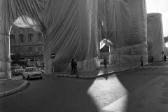 V. Biffani Christo The Wall, wrapped Roman Wall via Veneto & villa Borghese, Rome 29 gennaio 1974-117