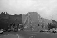 V. Biffani Christo The Wall, wrapped Roman Wall via Veneto & villa Borghese, Rome 29 gennaio 1974-94