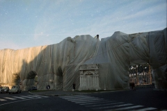 z Gianni Termorshuizen Christo The Wall, wrapped Roman Wall via Veneto & villa Borghese, Rome 3