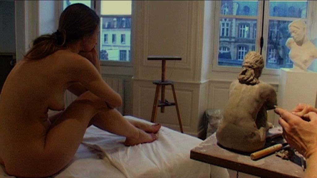 """Poser me va si bien"" un film di Sara Pozzoli con Aïcha Liviana Messina"