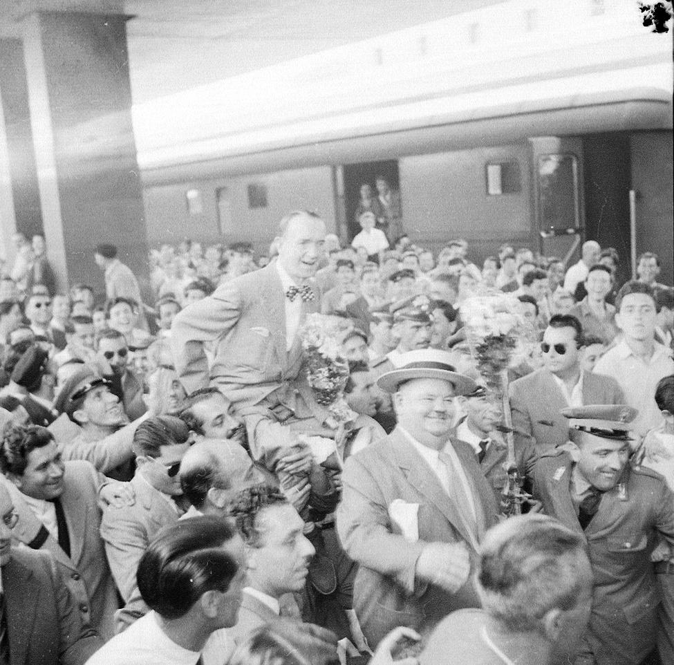 """CINECITTA'. Materiali selezionati dall'archivio fotografico di """"Paese Sera""""."""