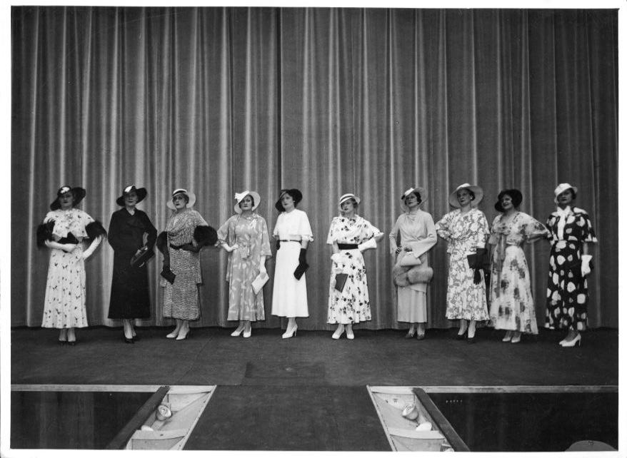 La moda degli anni '30-'40 nelle foto pubblicate sulla rivista Vita Femminile.
