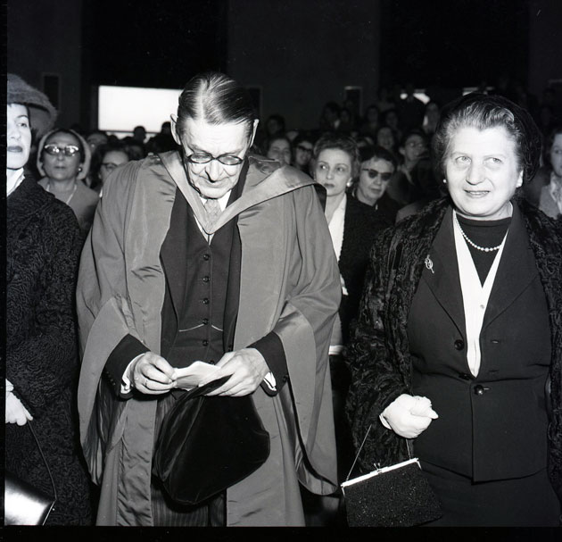 """ARTISTI, SCRITTORI, MUSICISTI A ROMA NEGLI ANNI '50. Materiali selezionati dall'archivio fotografico di """"Paese Sera""""."""